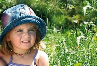 Kleines Mädchen mit Sonnenhut