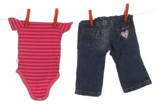 Babykleider auf der Wäscheleine